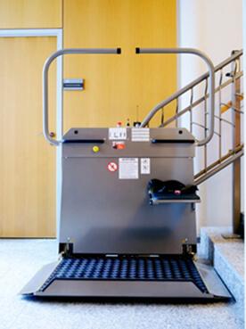 Sanitrans P 5000 Marken Plattformlift für Rollstuhlfahrer