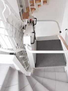 sani-trans P 5000 Rollstuhllift